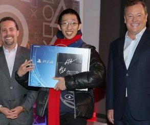 PS4 обогнала Xbox One по продажам в США десятый месяц подряд