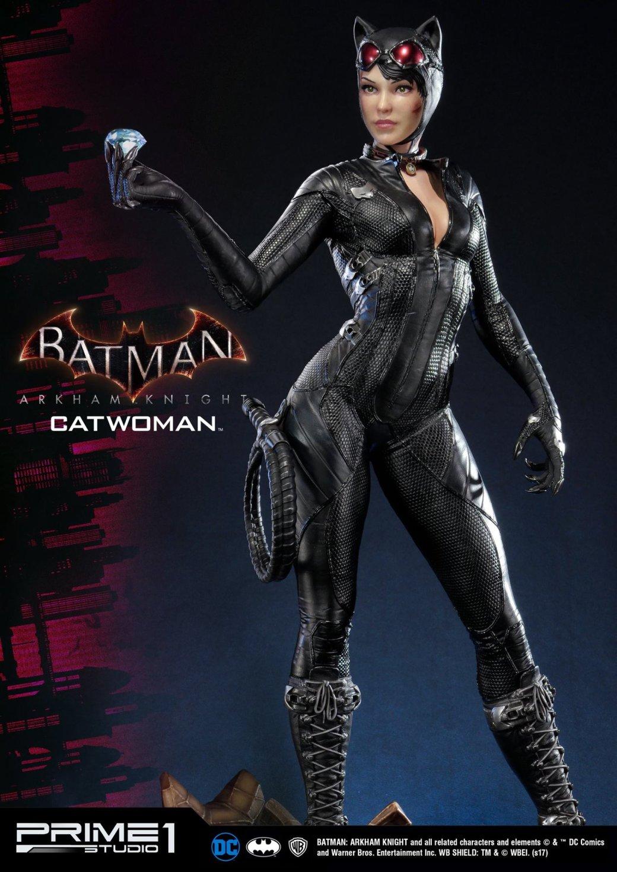 Статуя женщины, которой удалось покорить сердце Бэтмена. - Изображение 6