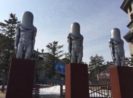 Мемы недели: втаптывание вгрязь Илона Маска, странные статуи инеработающий «ВКонтакте»