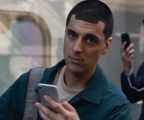 Samsung как всегда. Вновой рекламе Galaxy Note8 высмеяли все проблемы iPhone X