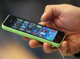 Если сейчас не обновить iOS на iPhone 5 до новой версии, то перестанут работать многие сервисы