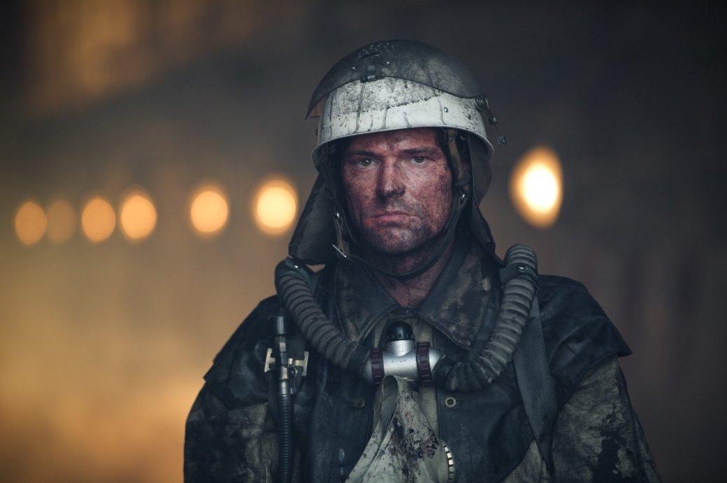 Пятнадцатого апреля в кинотеатрах выходит фильм-катастрофа «Чернобыль» Данилы Козловского, который не только стал режиссёром картины, но и сыграл главную роль – вымышленного пожарного Алексея, ликвидатора на Чернобыльской АЭС. Разбираем, каким вышел отечественный рассказ об одной из самых страшных ядерных катастроф человечества.