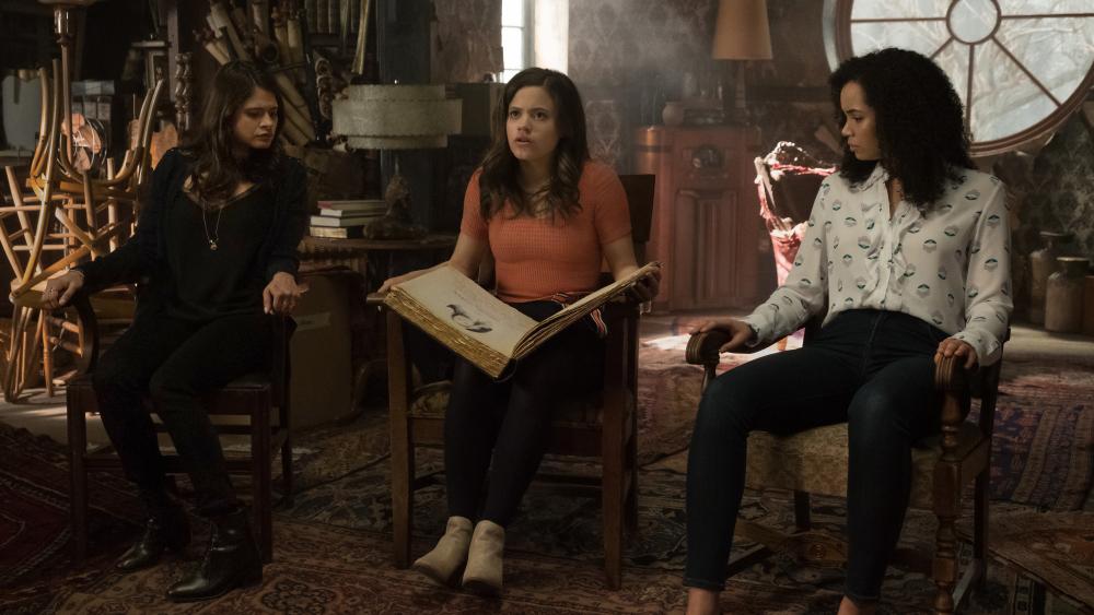 В тизер-трейлере «Зачарованных» нам показали способности трех сестер и их наставника | Канобу - Изображение 585