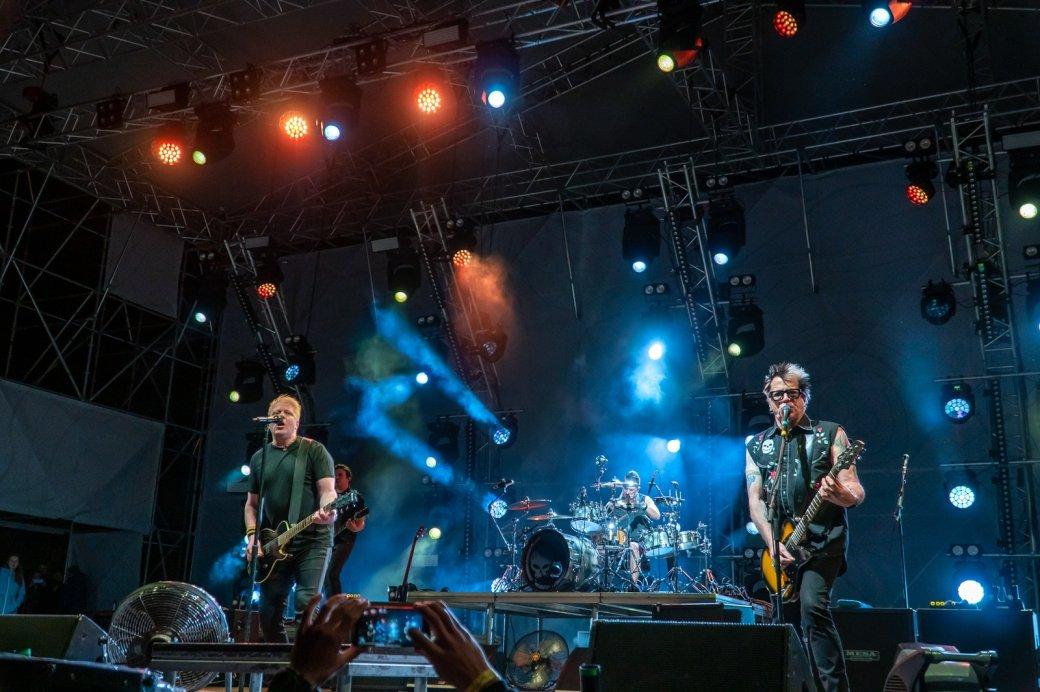 Гитарист The Offspring— орэпе, байопике группы ирусском панк-роке