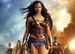 Фанаты «Чудо-женщины» требуют включить Дженкинс вноминанты залучшую режиссуру «Золотого глобуса»
